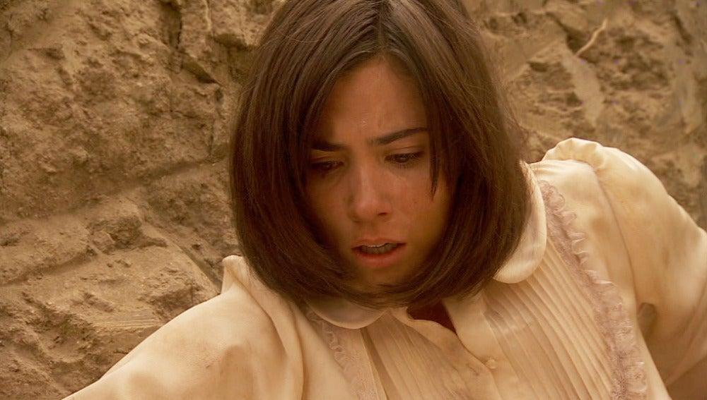 María abre la tumba de Gonzalo