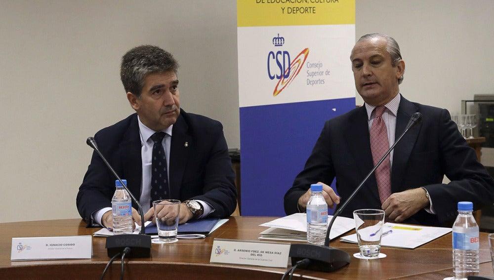 Los directores generales de la Policía, Ignacio Cosidó, y Guardia Civil, Arsenio Fernández de Mesa