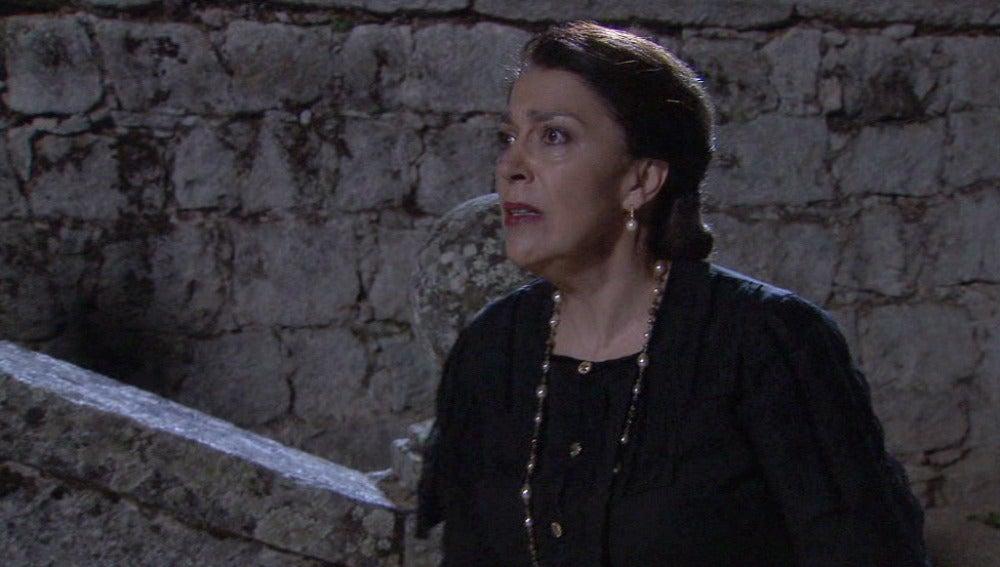 ¿Quién está atemorizando a Francisca?