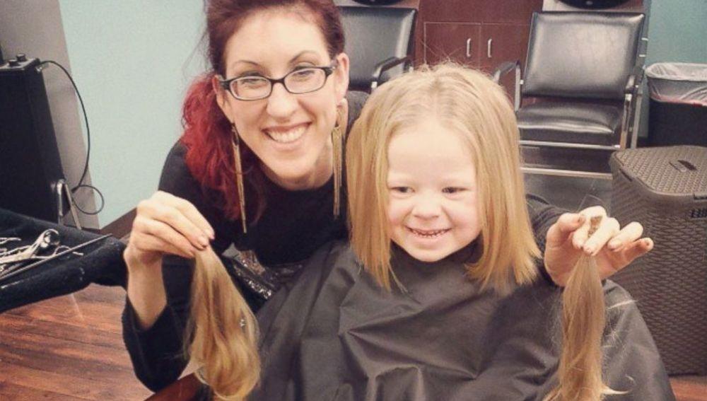 Ariana Smith después de cortarse el pelo.