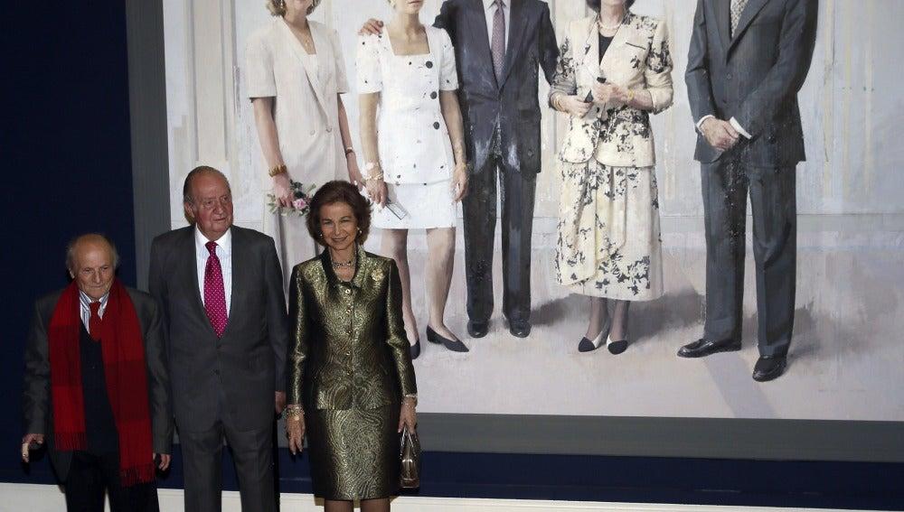 Los Reyes Juan Carlos y Sofía, acompañados del pintor Antonio López