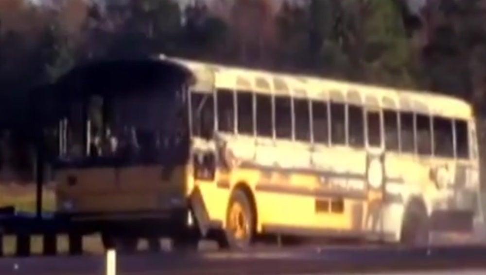 Autobús escolar calcinado en Florida