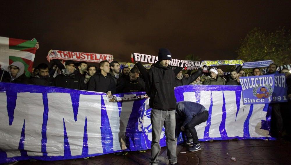 Manifestación de los Riazor Blues en La Coruña