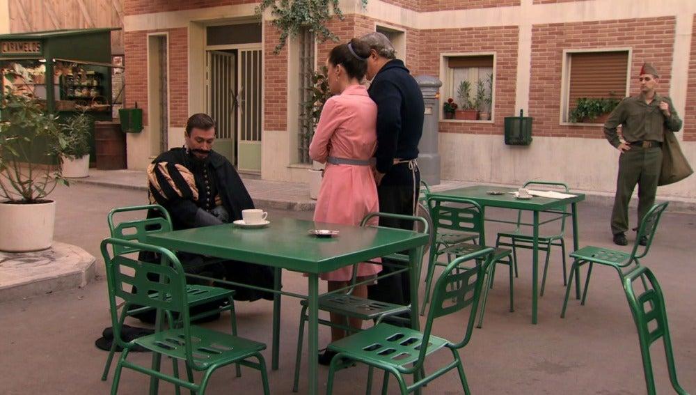 Juan pide matrimonio en público a Clara
