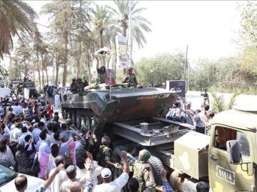 Tropas sirias, tras retirarse de la ciudad de Deir al Zur