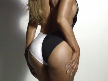 Jennifer López luce trasero en Booty