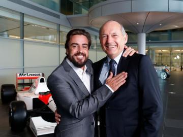 Fernando Alonso y Ron Dennis en Woking