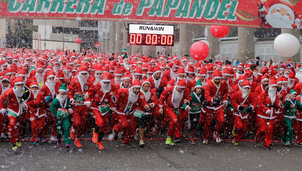 Miles de participanes toman la salida vestidos de 'Papá Noel'