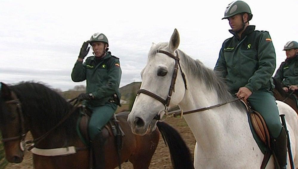 Agentes de la Guardia Civil a caballo