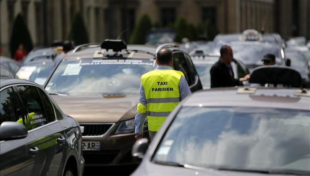 Taxistas protestan en París