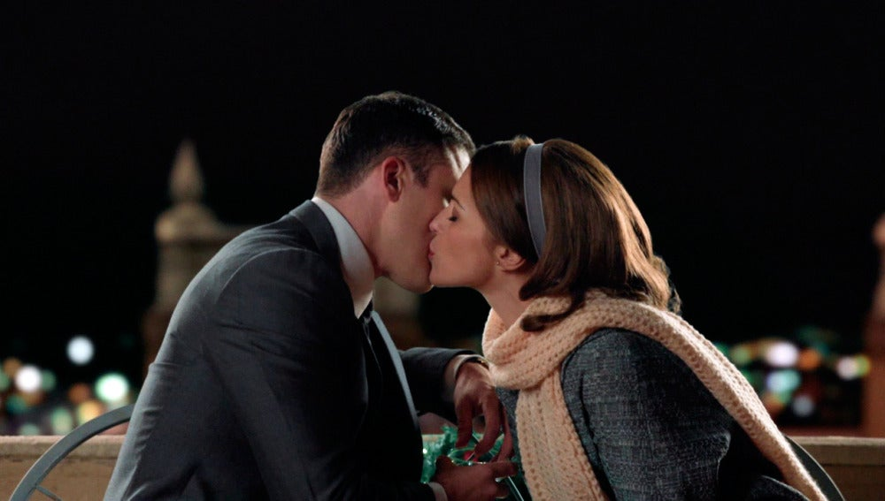 Ana besa a Alberto