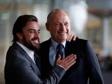 Ron Dennis y Fernando Alonso en Woking
