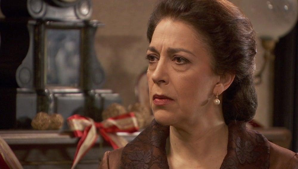 Amalia amenaza a Francisca con el secreto de Inés