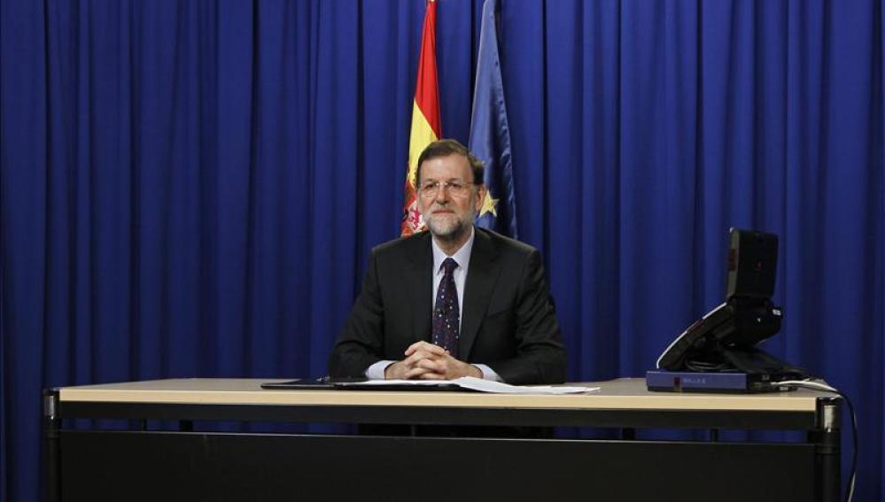 El jefe del Ejecutivo, Mariano Rajoy, durante una videoconferencia desde el Palacio de la Moncloa