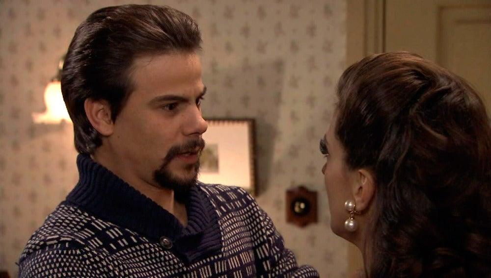 Cristina le pide a Ismael que despida a Clara