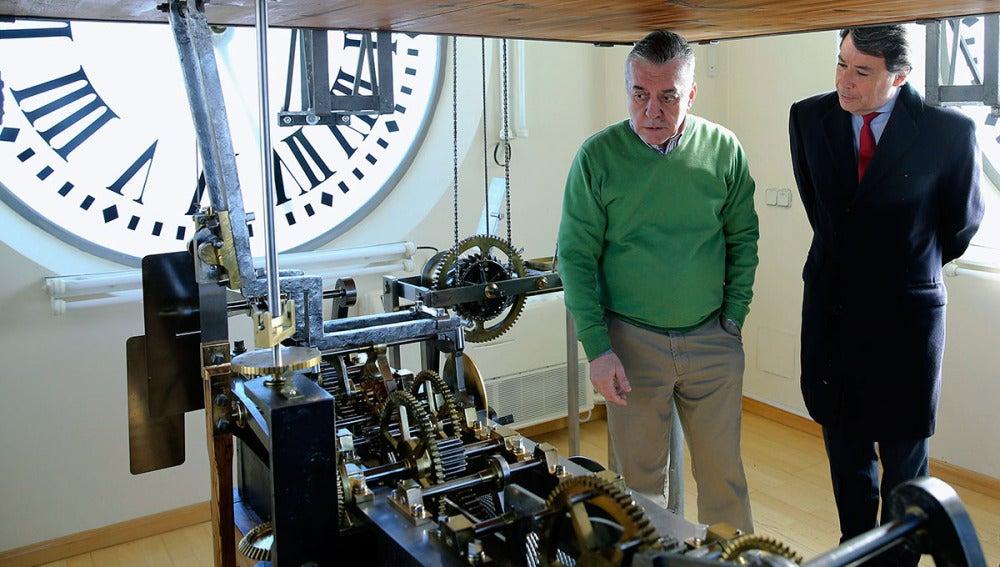 Ignacio González supervisa los preparativos en el Reloj de la Puerta del Sol