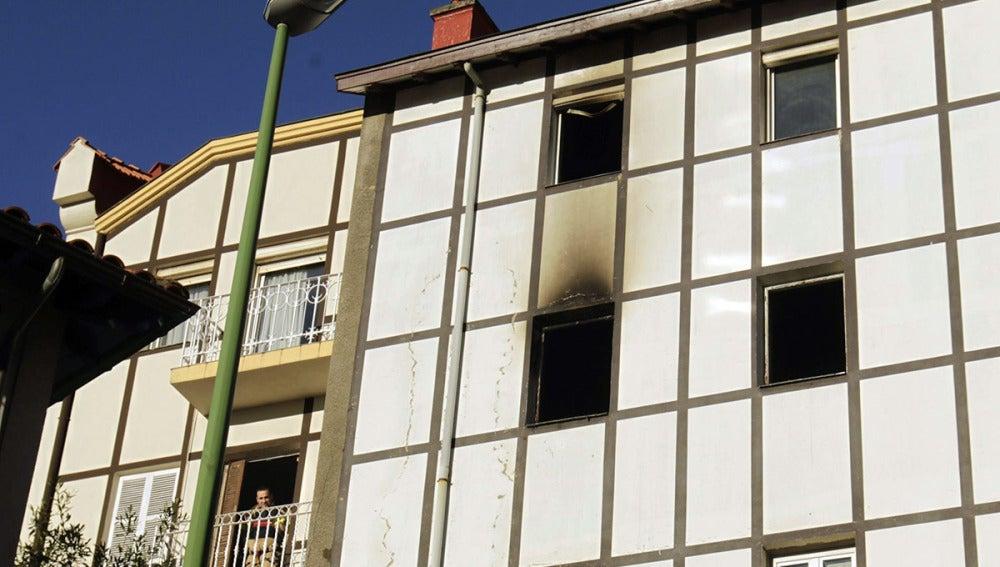 Desalojan nueve familias en un incendio en Getxo