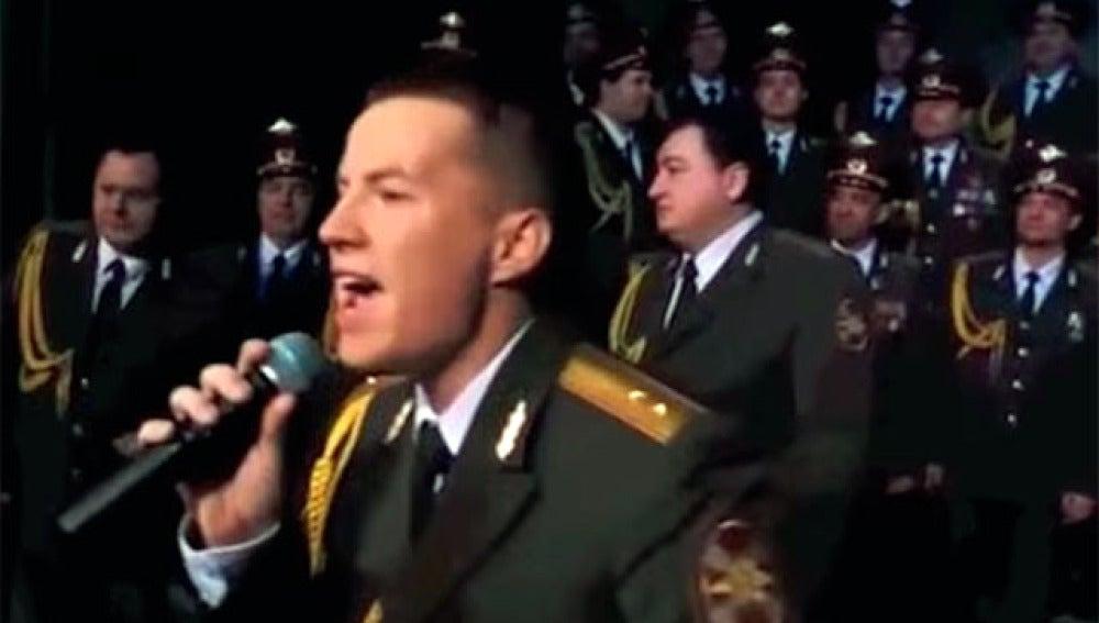 El Coro del Ejército Rojo interpreta el tema 'Happy' de Pharell Williams