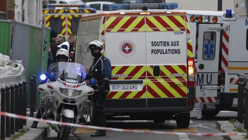 La Policía acordona la zona del Charlie Hebdo
