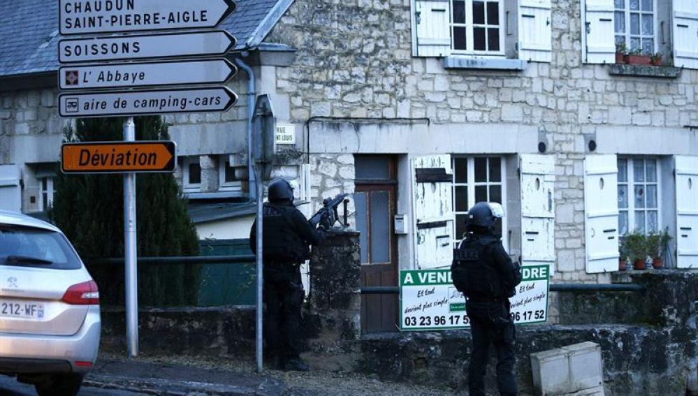La Policía cerca a los terroristas al norte de París