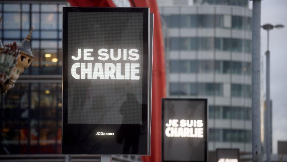 Francia se tiñe de 'Je suis Charlie'