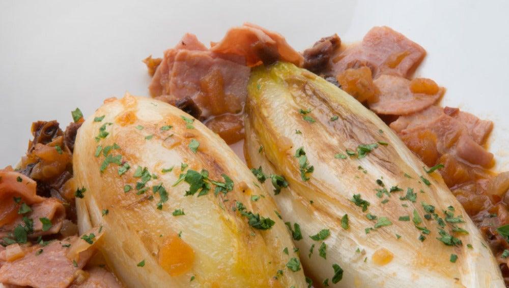 Endibias guisadas con jamón cocido