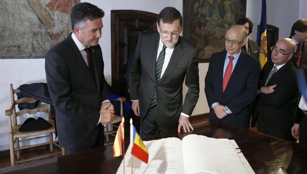 Rajoy acompañado de Montoro en Andorra