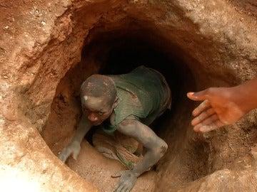 Un minero saliendo del tunel