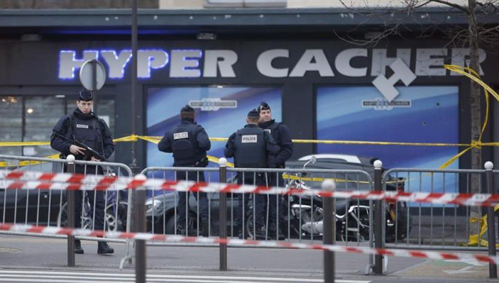 Dispositivo policial en el 'Hyper Cacher' de París