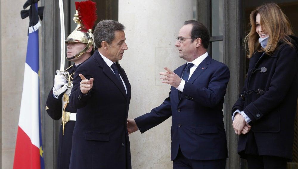 Hollande charla con Sarkozy