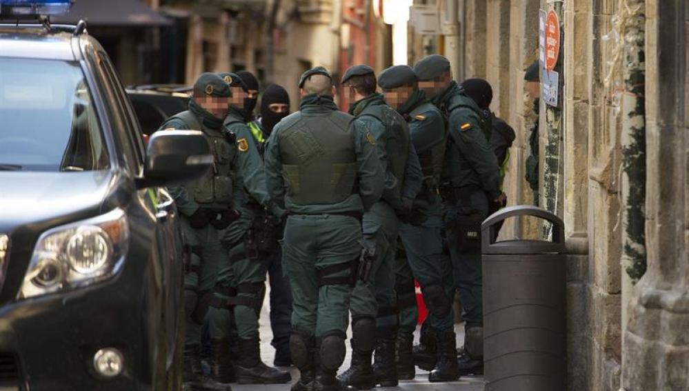 Dieciséis detenidos del colectivo de apoyo a ETA