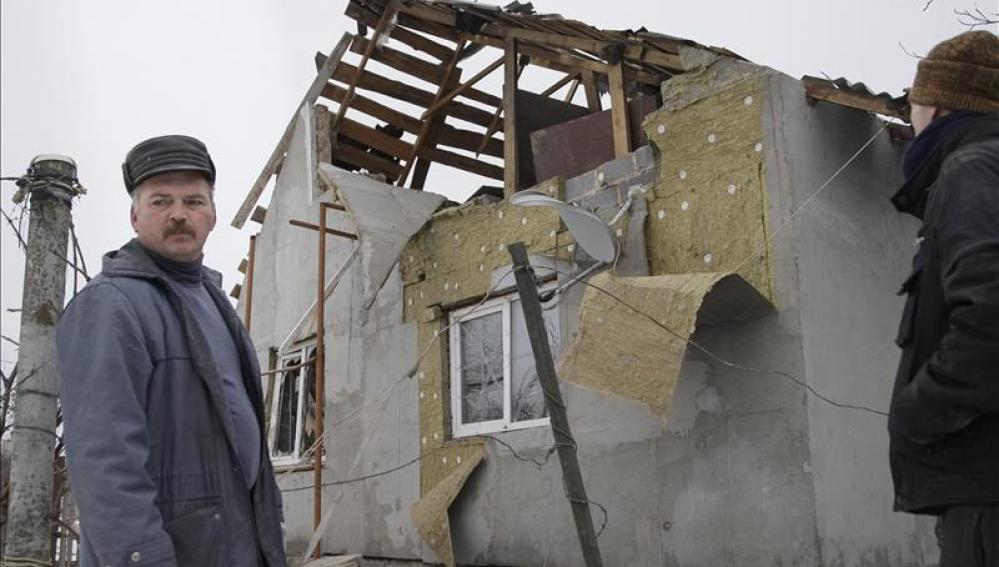 Estado de una vivienda tras los ataques en Donetsk.