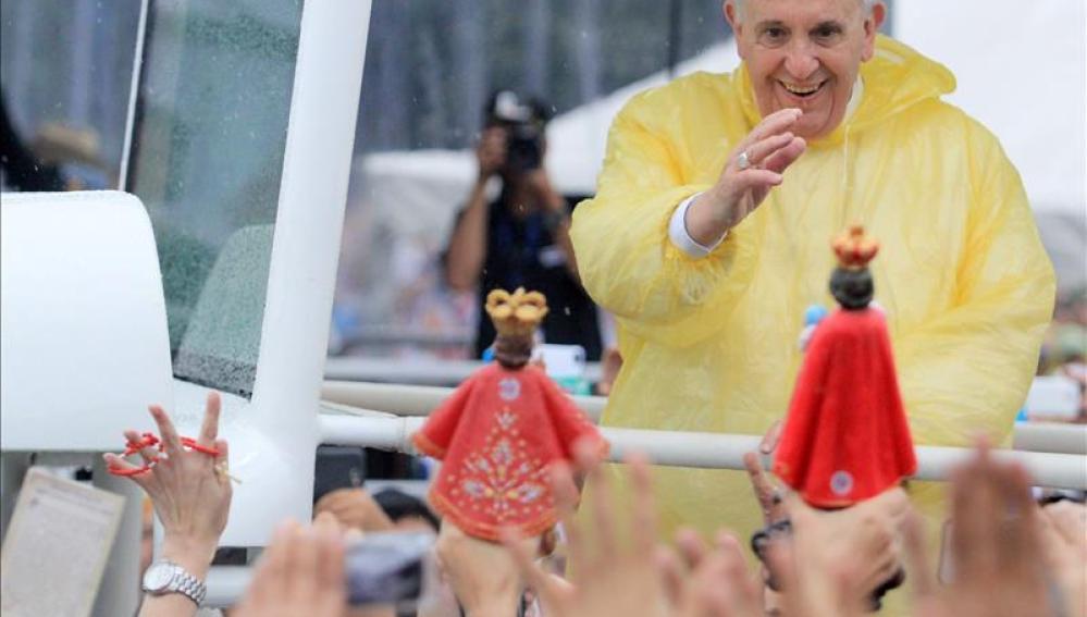 Cientos de miles de personas acuden a la misa papal en Manila