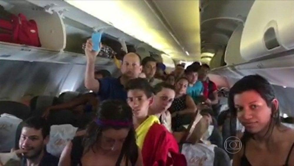 Pasajeros en el avión de Gol