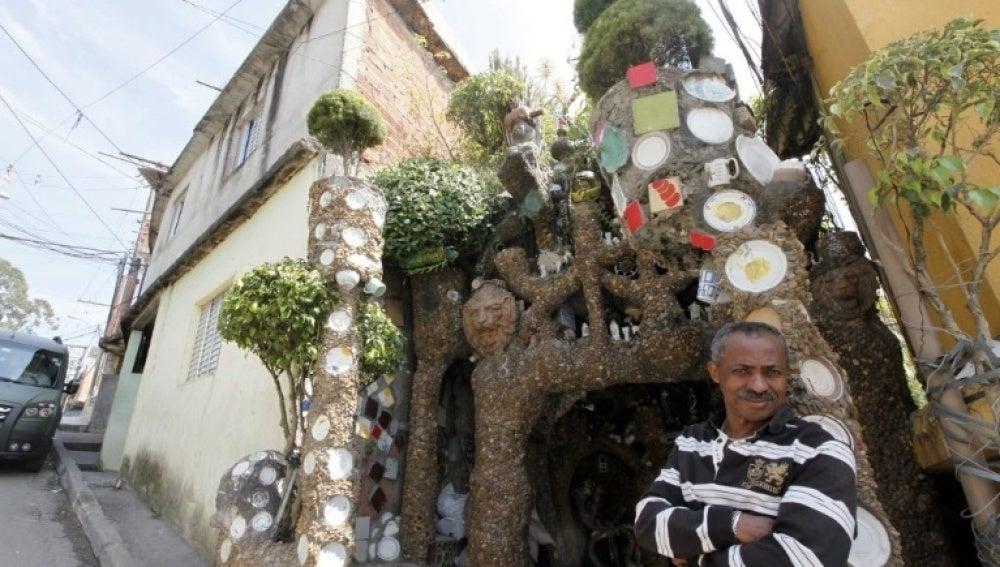 El 'Gaudí brasileño' en su casa