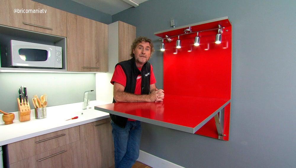 Fabricaci n de una mesa abatible de cocina antena 3 tv for Mesa abatible pared cocina