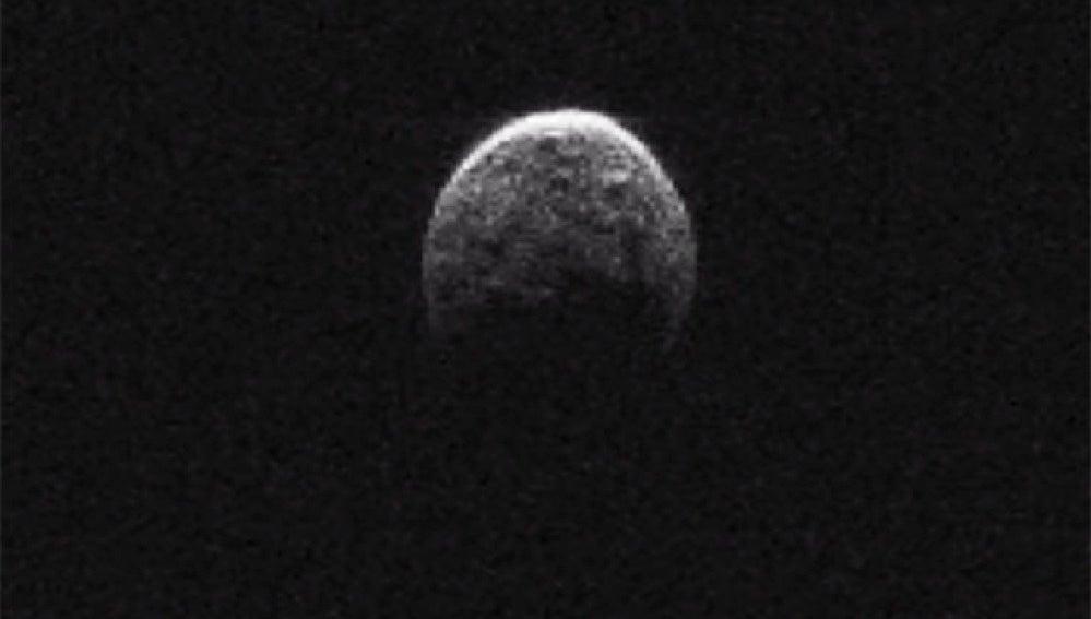Imagen de la 'pequeña luna' encontrada en el asteroide.