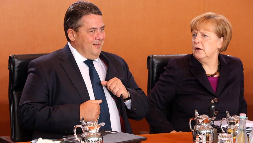 Sigmar Gabriel junto a Angela Merkel