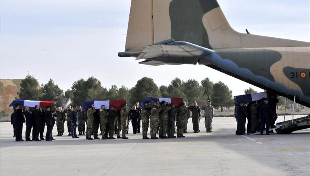 Los restos mortales de los nueve militares franceses
