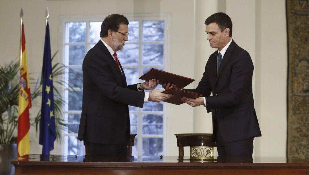Mariano Rajoy y Pedro Sánchez, en la Moncloa