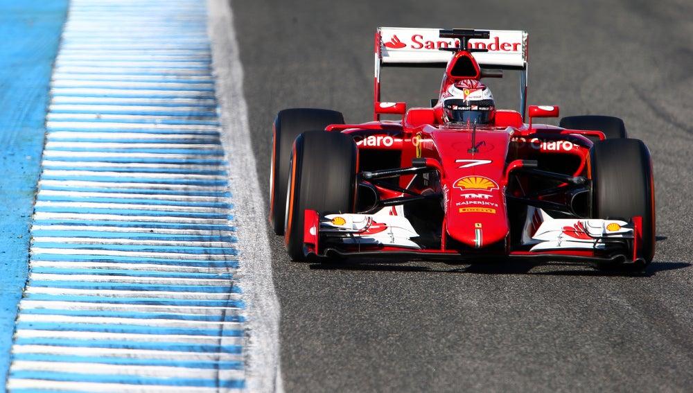 Ferrari rueda en el asfalto andaluz
