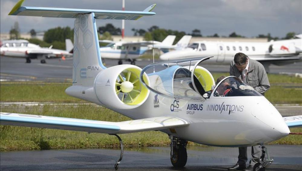 El primer avión eléctrico chino recibe luz verde para su comercialización