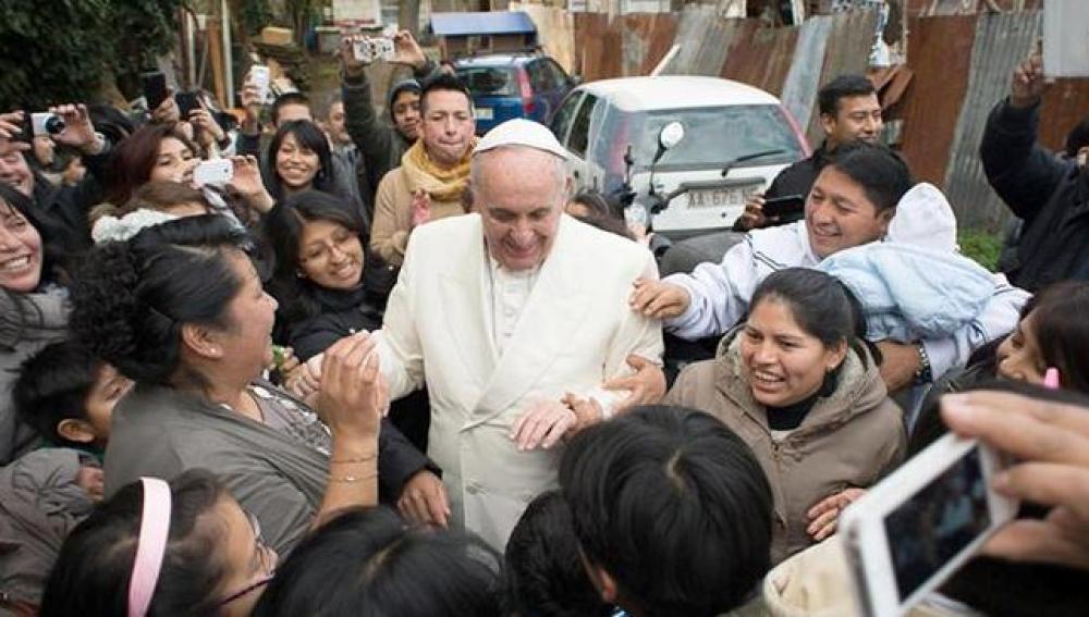 El Papa visita un barrio humilde de Roma