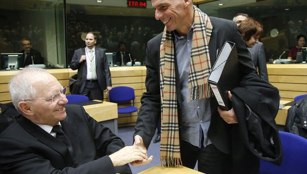 Varufakis saluda a Schäuble