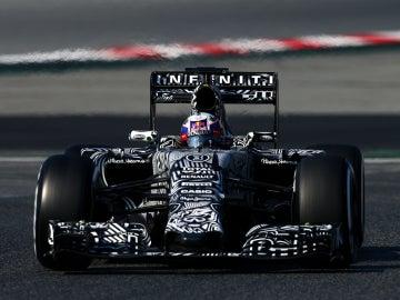 Daniel Ricciardo, con el RB11 en Barcelona