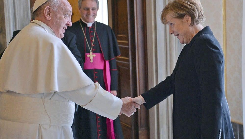 Merkel y el Papa Francisco en el Vaticano