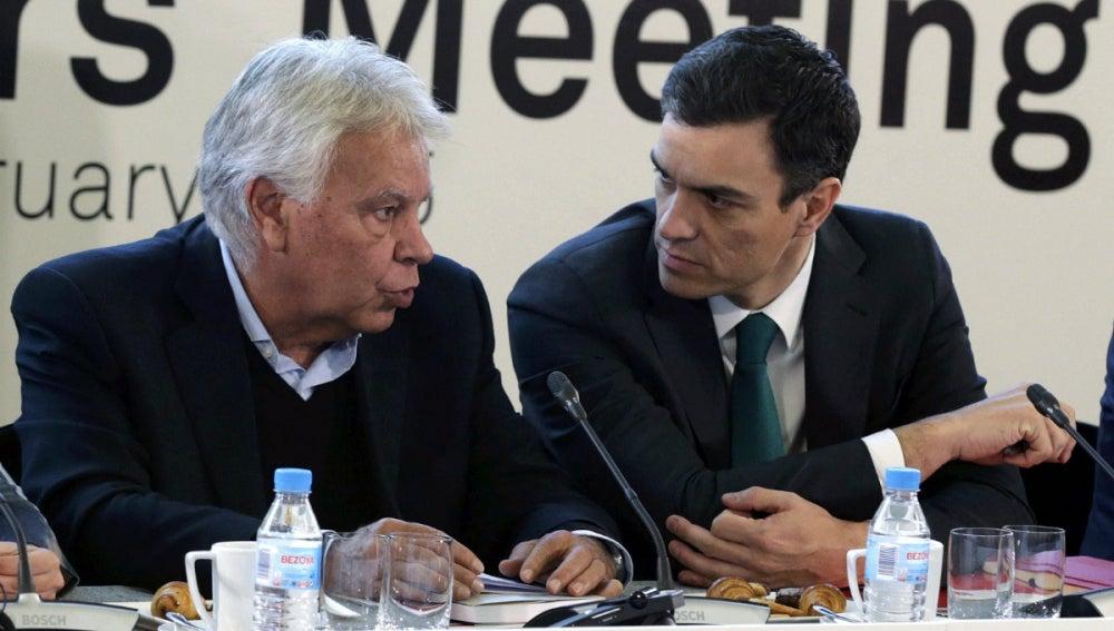 Felipe González, junto a Pedro Sánchez