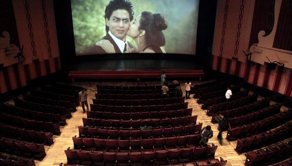 Sala de cine de Bombay en la que se proyecta 'DDLJ'