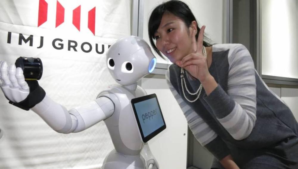 El robot 'Pepper', primer androide capaz de reconocer e interpretar la voz.