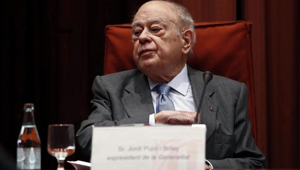 El expresidente de la Generalitat Jordi Pujol a su llegada a la sesión de la comisión de investigación